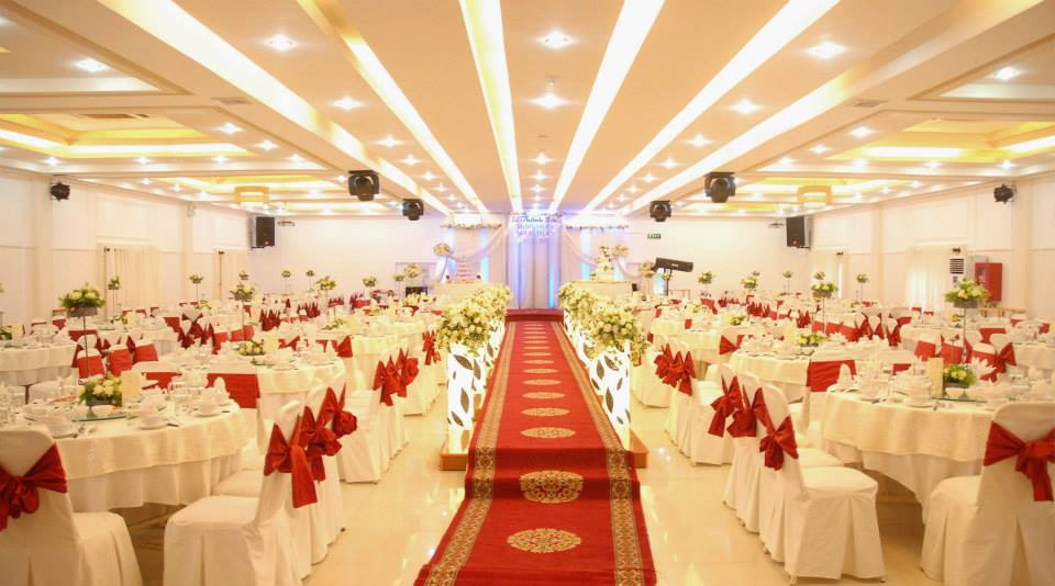 tổ chức tiệc cưới ở trung tâm tiệc cưới bạch kim âu cơ