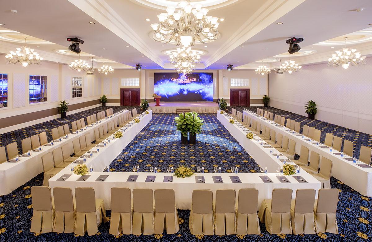 Đặt tiệc cưới ở grand palace