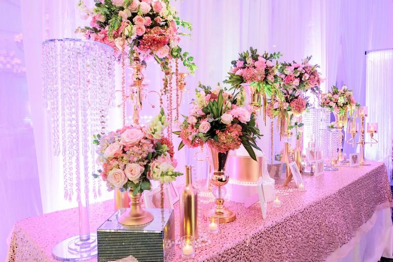 Trang trí bàn đón khách đám cưới