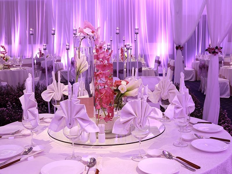 Trang trí tiệc cưới màu tím 2