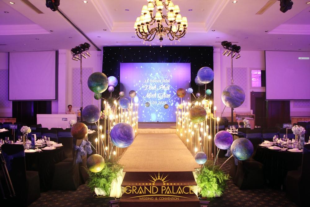 Trang trí tiệc cưới màu tím 3