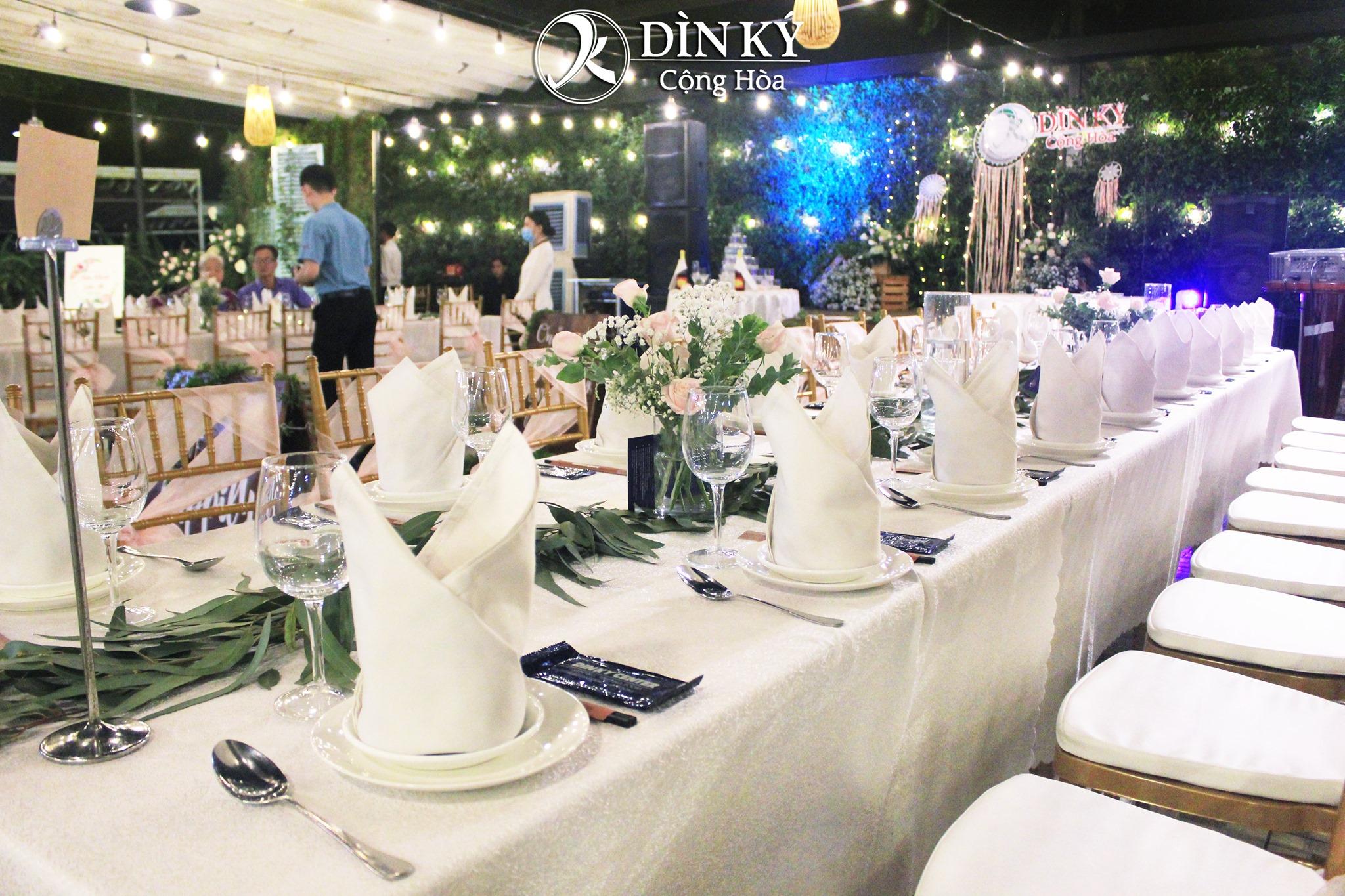 Trang trí tiệc cưới Dìn Ký Center