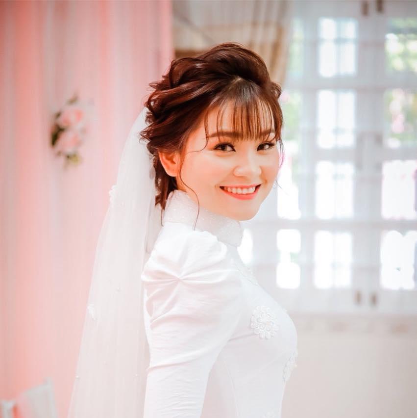 AD Bưng Quả/Váy Phù Dâu Tơ Hồng